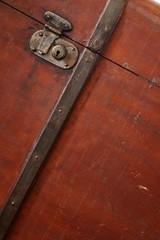 malle en bois - wooden suitcase