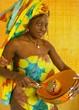 jeune africaine avec calebasse