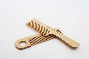 wooden crest  hairbrush 2
