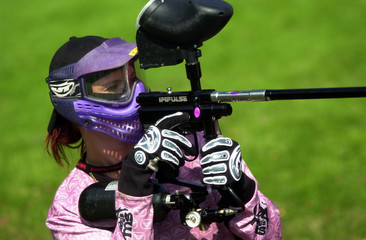 paintball female player