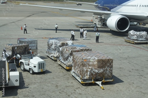 loading baggage in aircraft