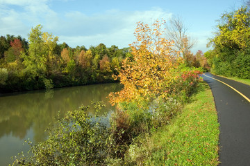 path by the erie canal