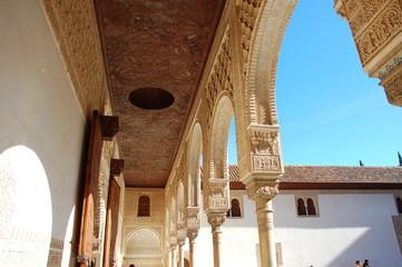 im innenhof der alhambra
