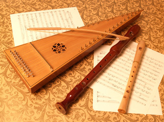bowed psaltery with recorders