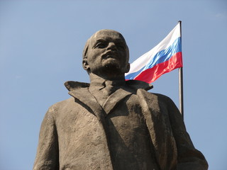 lenin and the russian flag