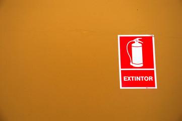 spanish fire extinguisher sign