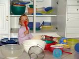 enfant dans une cuisine poster