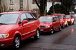 parkende rote autos