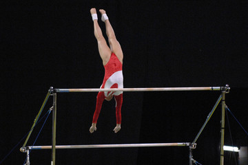 gymanast uneven bars 01
