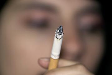cigarette et femme