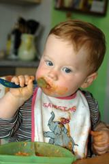kind beim essen