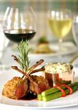 Wyśmienity posiłek z czerwonym winem - 2125958