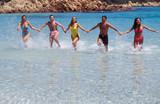 gruppo di amici al mare poster