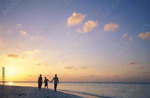 famiglia al tramonto