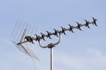 antenne hertzienne avec ciel en fond