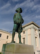 captain cook statue in plinth at greenwich