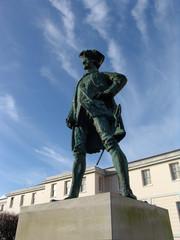 captain cook statue in bronze