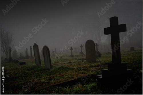 Foto op Plexiglas Begraafplaats foggy graveyard