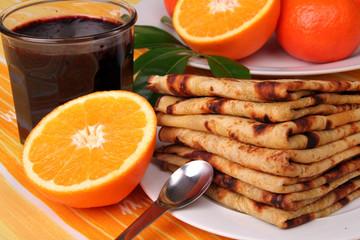 crêpes confiture et oranges