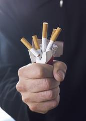 main et cigarettes