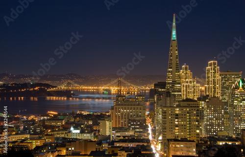 San Francisco - dzielnica finansowa w nocy (z rozdz