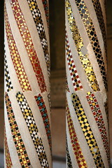 mosaik als steinsetzung in einer säule