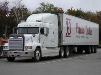 white freightliner truck