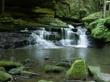 Górska rzeka w lesie - 2294568