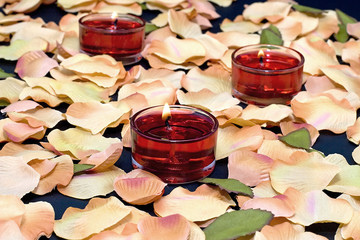 3 red tealights on petals