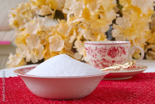 granulated natural sugar in a bowl on the kitchen table
