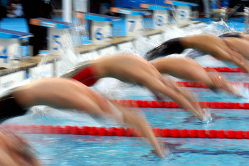 mens backstroke start 01