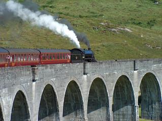 treno a vapore su viadotto