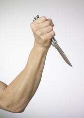 main et poignard