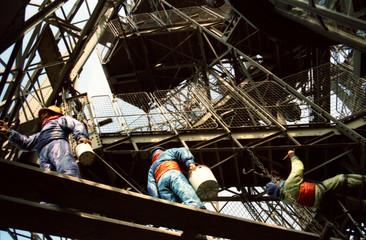 eiffel tower maintenance