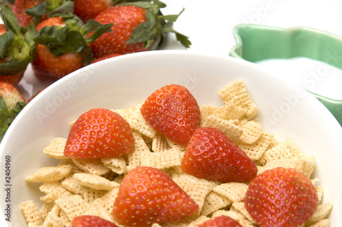 breakfast cereal strawberries milk