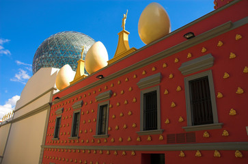 eggs on the dali's theatre