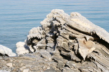 dead sea salt lumps