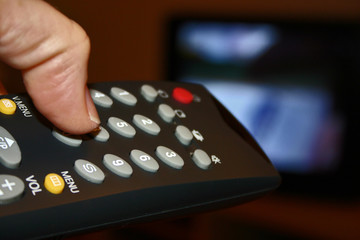 télécommande et télévision