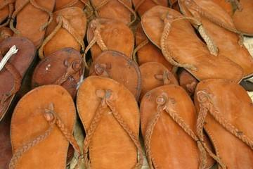 chinelos de couro