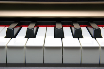 piano keyboard frontal