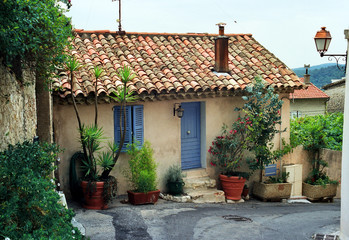 little cottage in provence