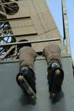 detail roller devant un pylone de la tour eiffel poster