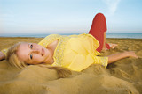 bella bionda al mare poster