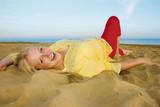 bella bionda al mare 2 poster