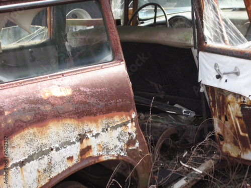 wrecked, junk car dorr open