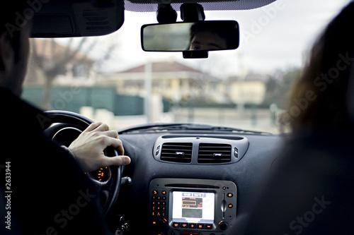 couple en voiture mains sur le volant photo libre de droits sur la banque d 39 images. Black Bedroom Furniture Sets. Home Design Ideas