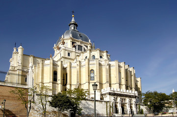 cathedral of almudena in madrid
