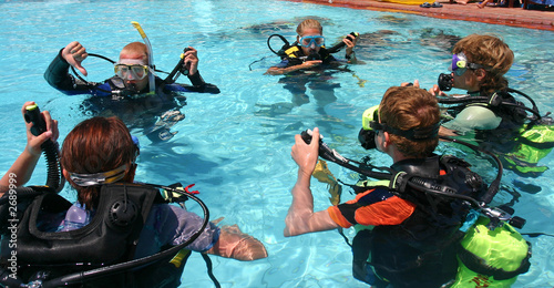 Tuinposter Duiken scuba diving lesson
