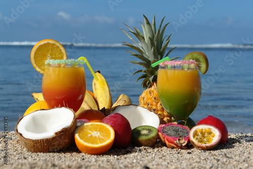 cocktail et jus de fruits exotique