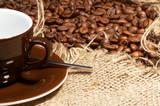 Fototapety kaffeetasse mit kaffeebohnen